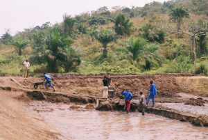 Création d'un grand bassin de pisciculture (2009)